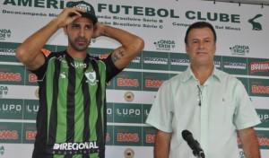 Ex-Botafogo e Cruzeiro, Leandro Guerreiro agora veste a camisa do América Mineiro