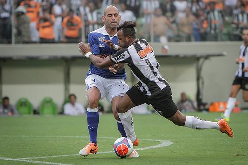 Lance de Atlético x Cruzeiro: empate no clássico de torcida única