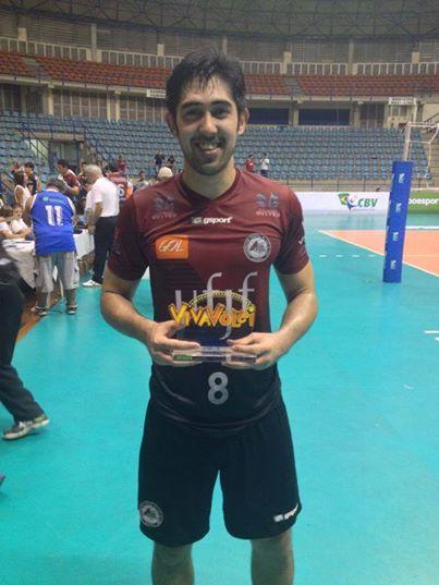 Japa recebe Troféu Viva Vôlei como destaque na vitória da UFJF fora de casa sobre São Bernardo