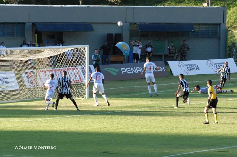 Lance de Tupi x Guarani: time que disputou o Campeonato Mineiro foi desclassificado com a única derrota sofrida em casa