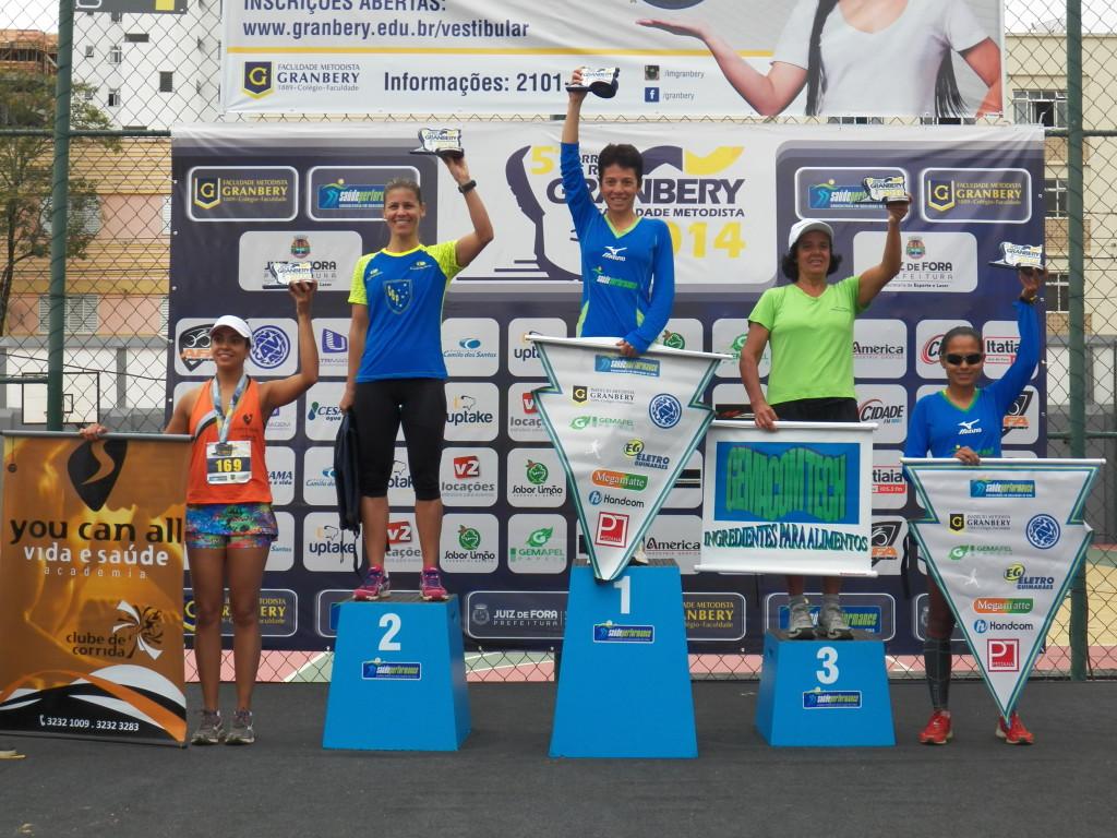 Zirlene (centro) venceu a 5ª Corrida do Granbery