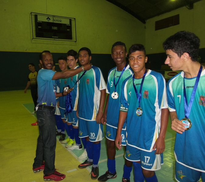 Entrega de medalhas a Coronel Pacheco, campeão infanto-juvenil 2014 da Copa Prefeitura Bahamas de Futsal