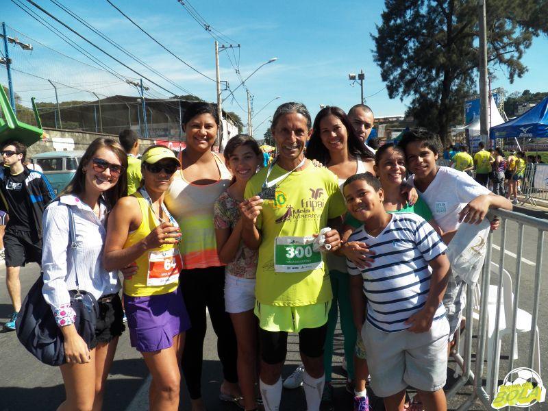 Gedair (centro) recebeu a presença de familiares em sua corrida de número 300