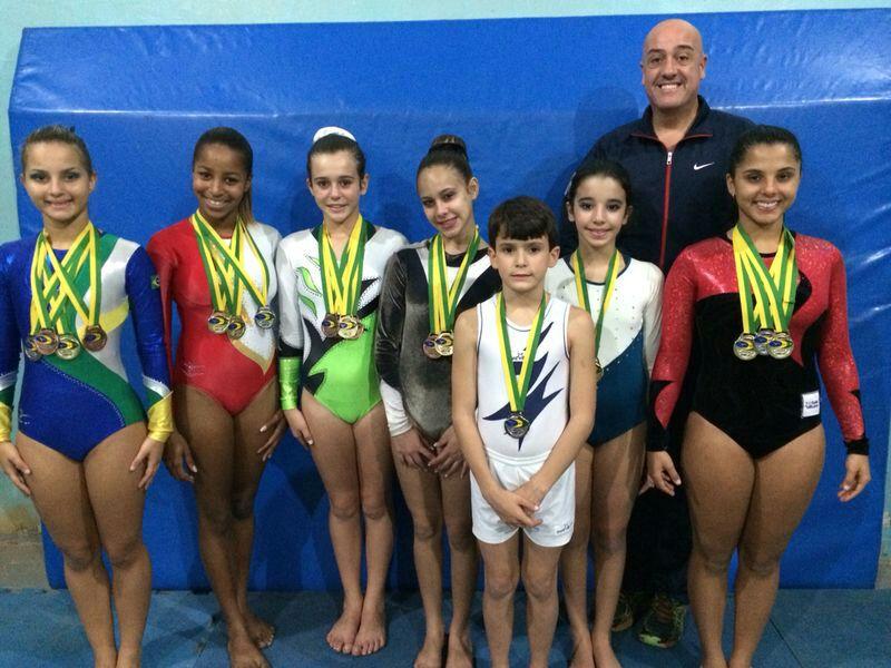 Equipe de ginastas juizforanas no Campeonato Brasileiro, em Contagem