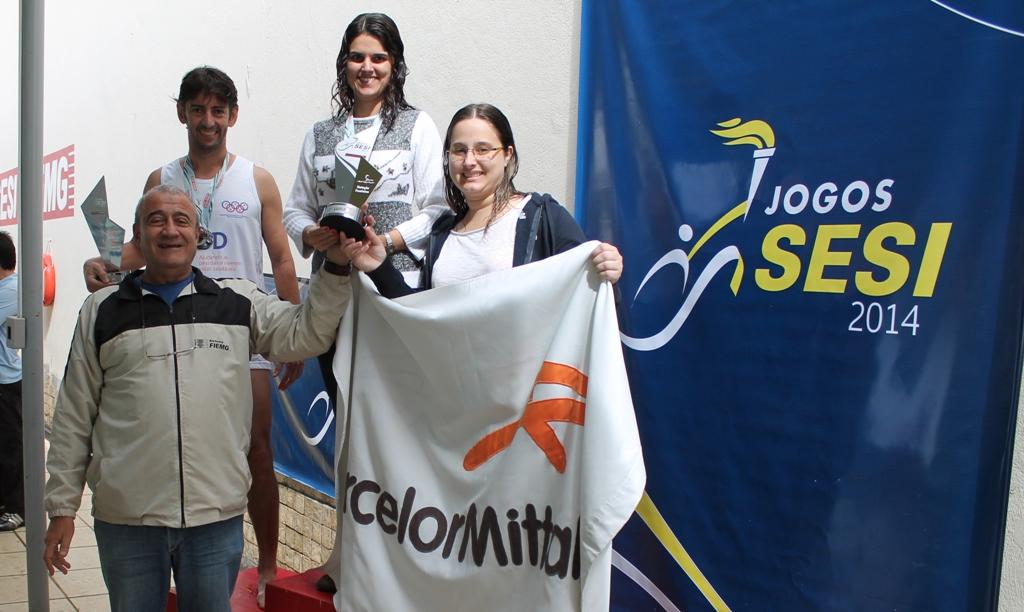 Premiação da natação feminina nos Jogos Sesi JF 2014