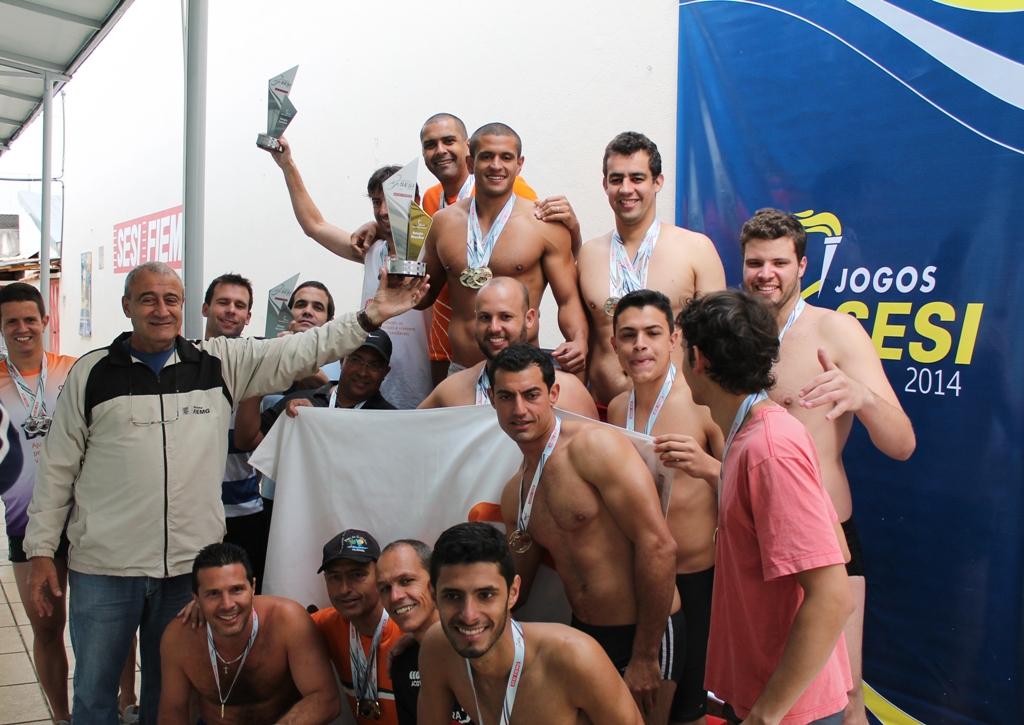 Premiação da natação masculina dos Jogos Sesi JF