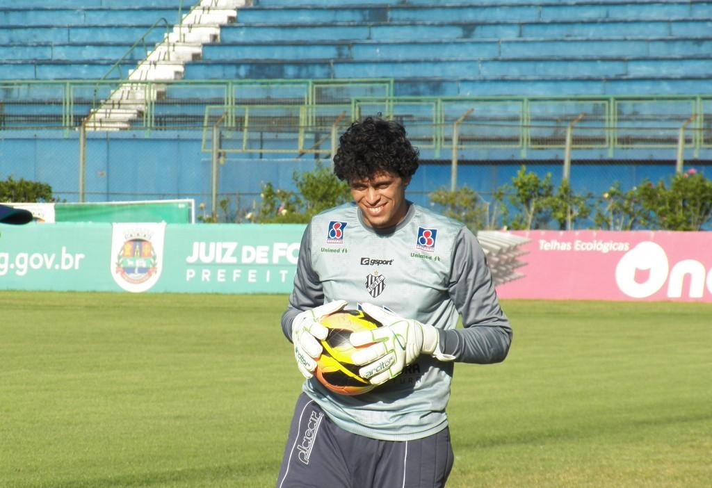 Rodrigo salvou o Tupi em várias oportunidades ao longo da partida