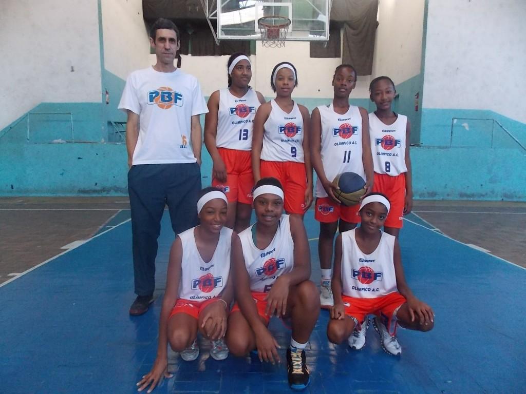 Equipe do PBF comandada por Sérgio Rodrigues: Tâmara é a número 11 e Vitória a número 9