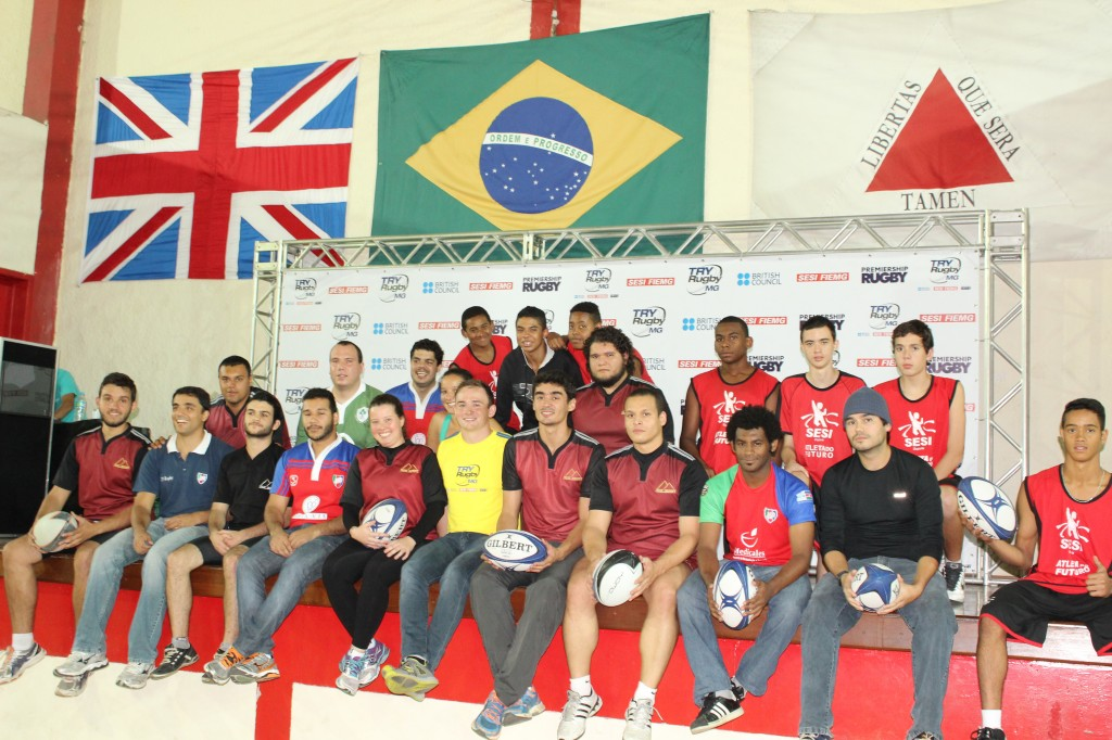 Com o treinador Connor Flemming, jovens participaram de rápidas atividades para introduzir o rugby aos presentes no lançamento do Try Rugby