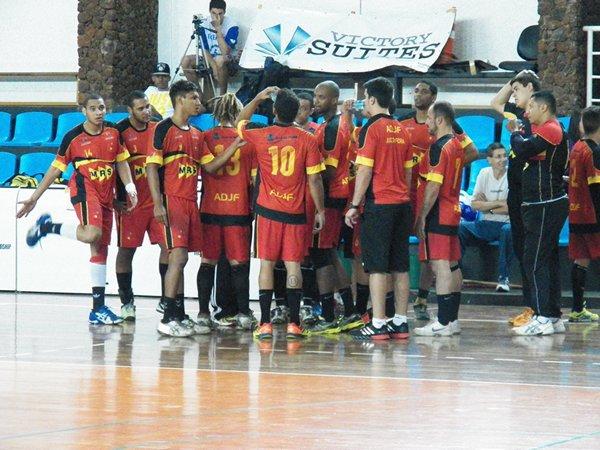 Equipe jogou de igual para igual com catarinenses