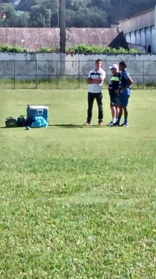 Maguinho compareceu ao treino carijó, mas não participou com o restante do elenco