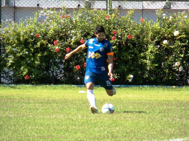 Marco Goiano foi principal destaque carijó na atividade, com bolas na trave, gols e categoria em cobranças de falta