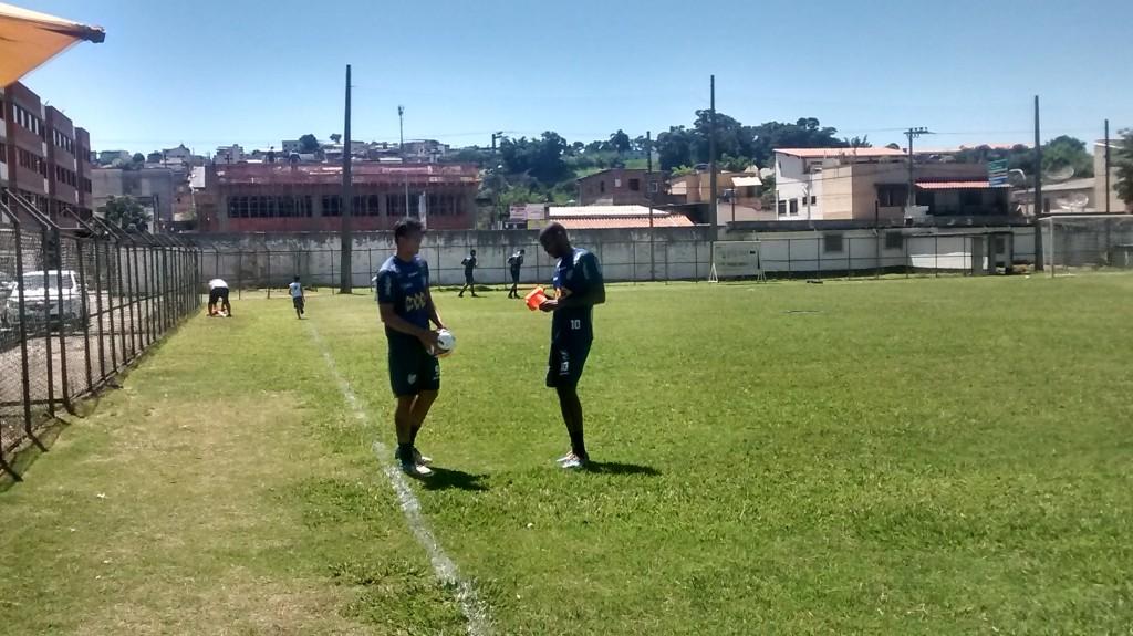 Silvio e seu atual companheiro de zaga, Mailson. O capitão carijó foi campeão brasileiro ao lado de Ladeira em 2011