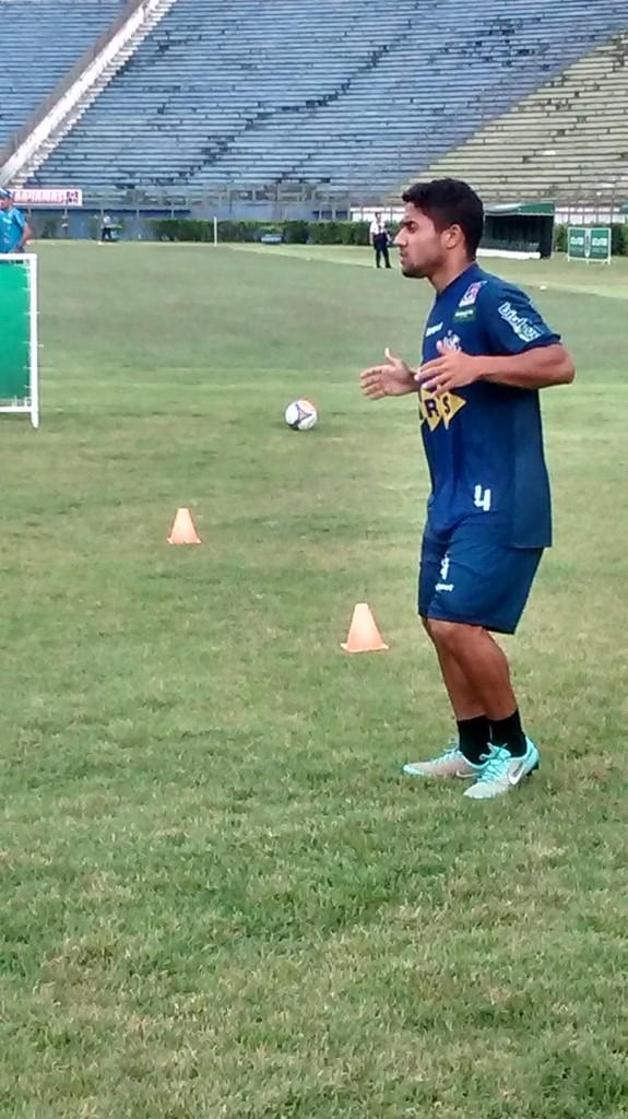Lateral-direito Hugo Sanches tem cláusula no contrato que o impede de atuar contra o Cruzeiro