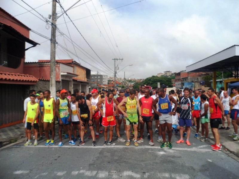 A cidade de Barbacena foi sede de corrida rústica no domingo, 8, com atletas participantes de diversas regiões mineiras