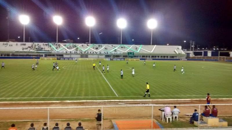 Partida contou com presença pequena de torcedores no Nazarenão, em Goianinha (RN)