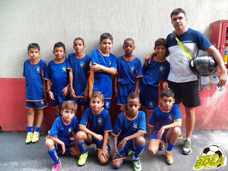Equipe da Escola Toque de Bola, do bairro Monte Castelo