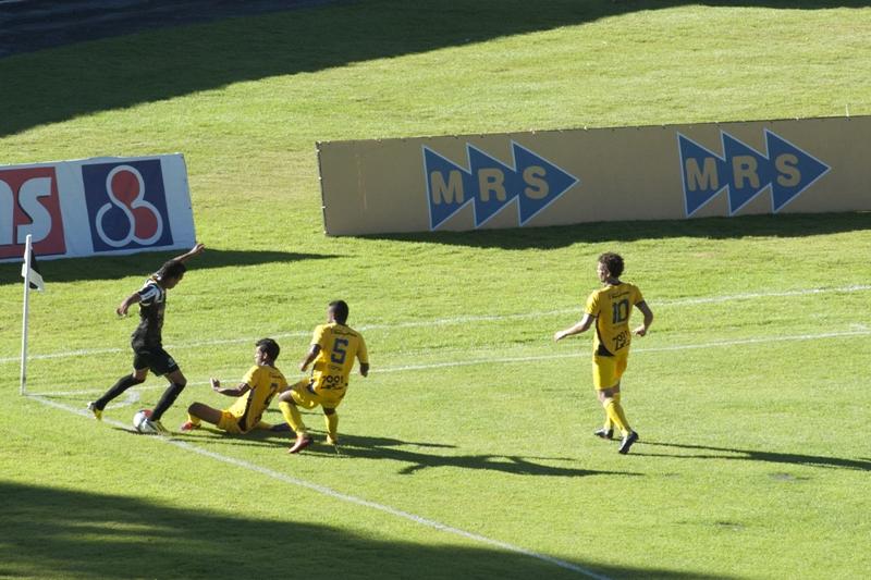 Núbio Flávio em atuação pelo Tupi na vitória de 3 a 1 sobre o Minas Boca, no Mineiro de 2014