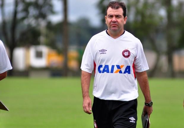 Mesmo há duas semanas no comando do time, Enderson Moreira já vive momentos de tensão
