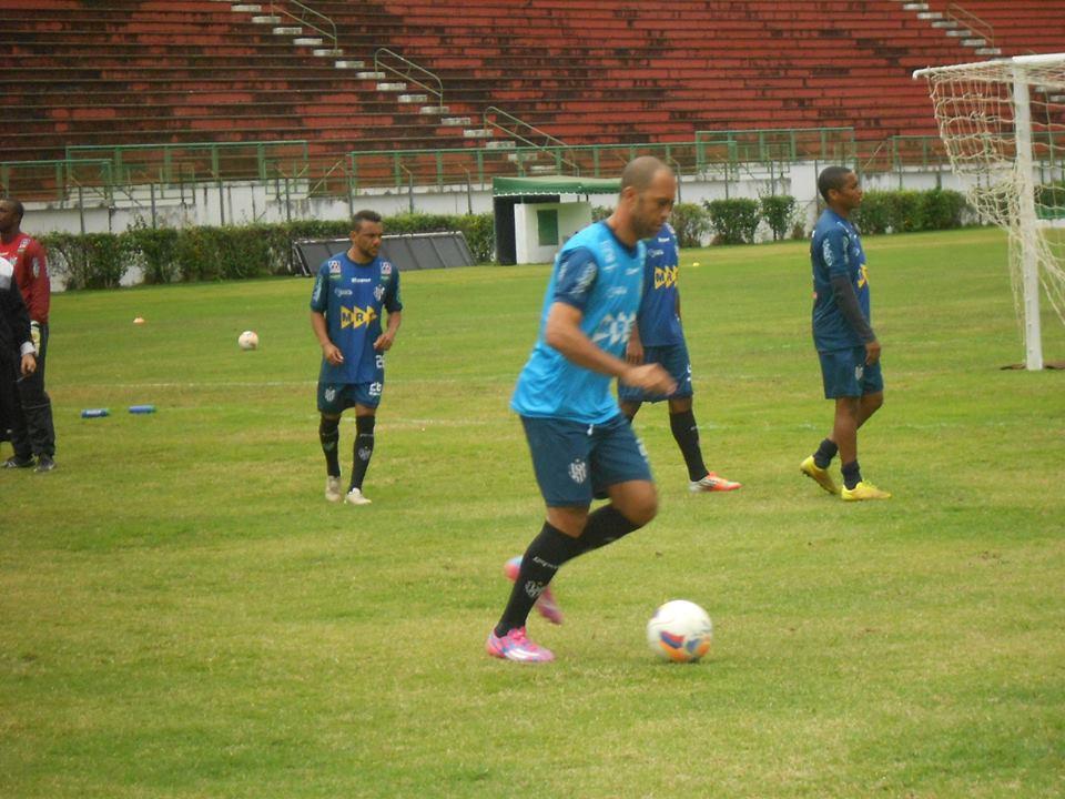Depois da apresentação, Leandro Euzébio participou do treino, mas no time reserva