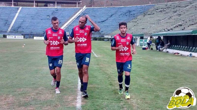 Junto do grupo, Leandro Euzébio (centro) passou a treinar com bola na semana que antecedeu o jogo contra o Madureira