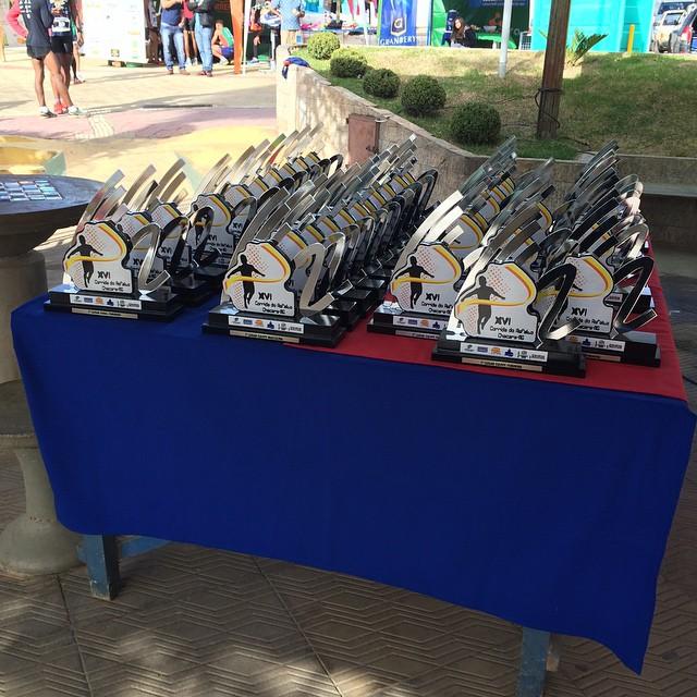 Troféus concedidos aos vencedores da prova (Foto: Juliano Tagliati)
