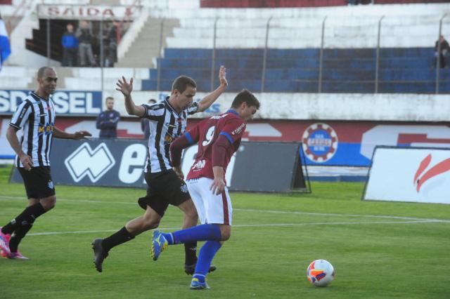 Tupi supera Caxias e afunda o time gaúcho na crise (Toto: Roni Rigon/Agência RBS)