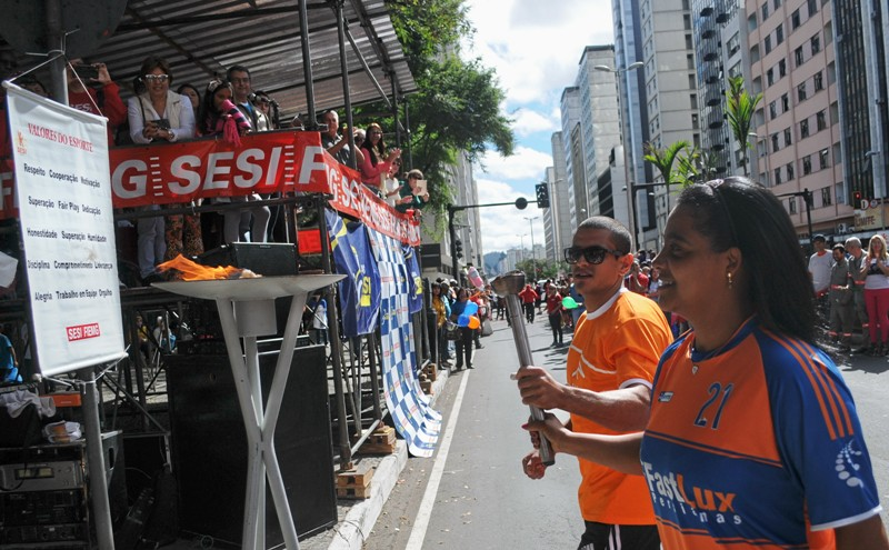 Após o desfile de abertura, domingo, na venida Rio Branco, houve o acendimento da tradicional pira olímpica, por atletas da Arcelor Mittal Juiz de Fora (Bruno Corrêa Nascimento) e Fastlux (Solange Renault)