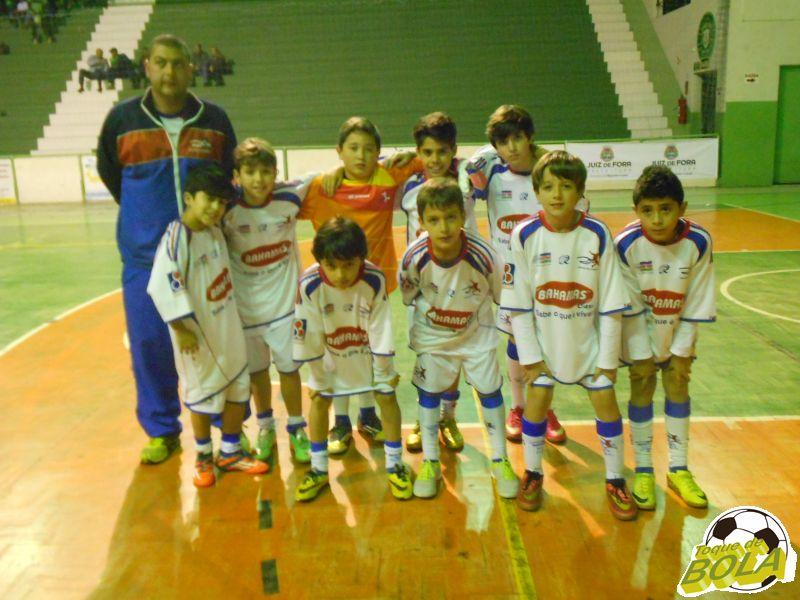Equipe campeã do Centro de Futebol Zico - Juiz de Fora