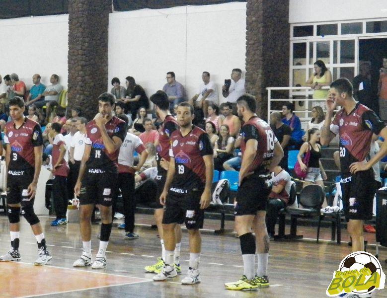 Maurício, camisa 19, já iniciou partidas no Ginásio da UFJF como titular