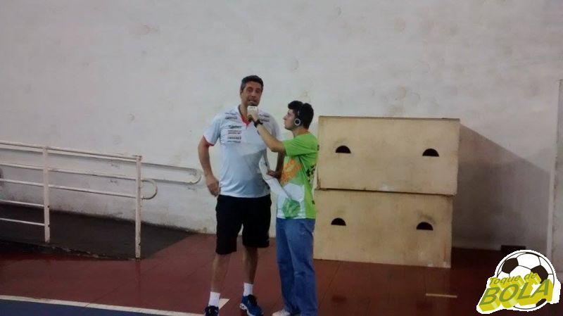 Suspenso, Marcelo Fronckowiak teve que assistir partida das cadeiras do ginásio sem poder orientar atletas