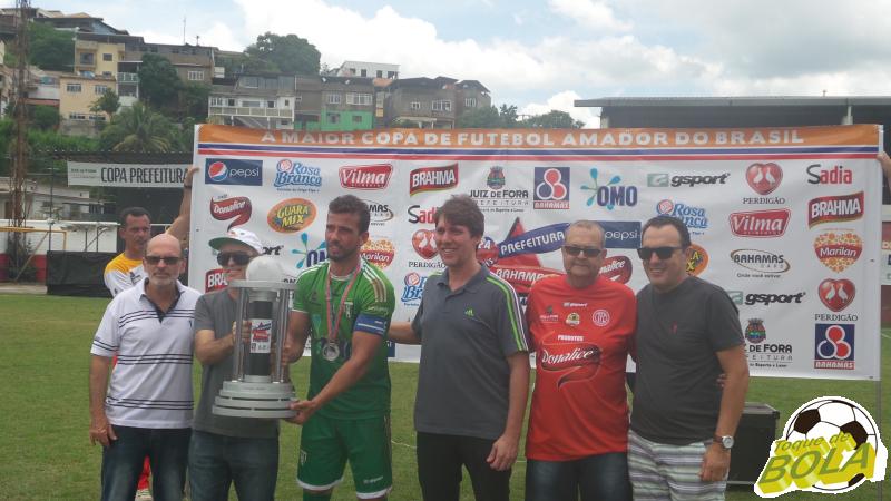 Capitão do Chapadão, João Júnior recebe troféu de vice-campeão