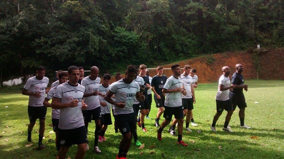 Elenco do Tupi treina na AABB Juiz de Fora na tarde desta quarta-feira: torcedor já vive a expectativa para o Mineiro e a sonhada disputa da Série B em 2016