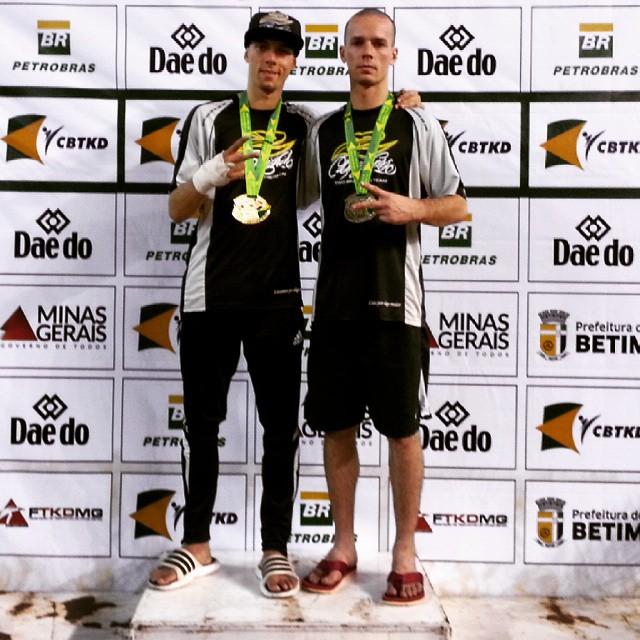 Diego Daibert (à direita) no pódio após o título brasileiro (Foto: Divulgação)