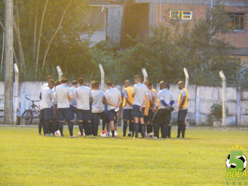 Júnior Lopes utilizou mais de 20 atletas no jogo-treino