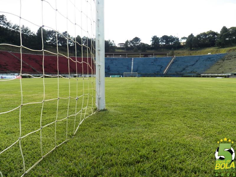 Foto tirada na manhã desta sexta-feira, 5, do gramado do Estádio Municipal