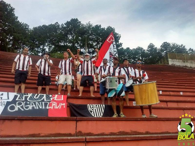 Torcida FlaTupi no Estádio Radialista Mário Helênio