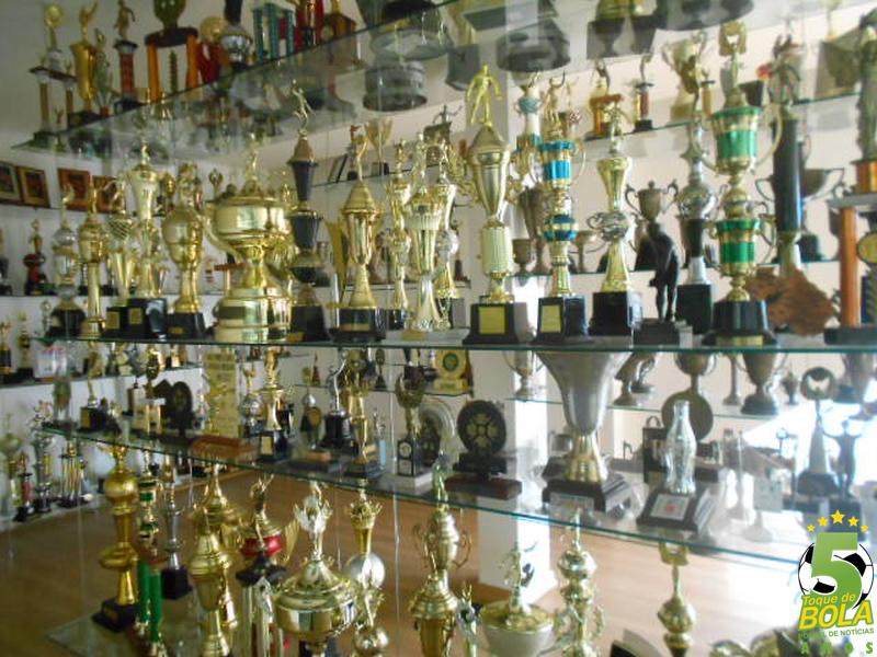 """Sala de troféus do Sport Club Juiz de Fora pode ser """"reforçada"""" no ano do centenário"""