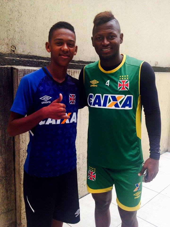 Guilherme ao lado do atacante colombiano do Vasco, Riascos