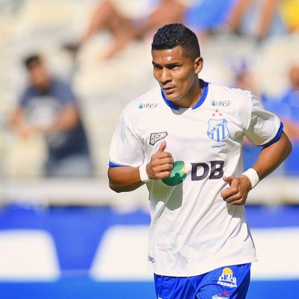 Gabriel Davis atuou pelo Tupi na campanha do acesso à Série B (Foto: Divulgação/Douglas Magno)