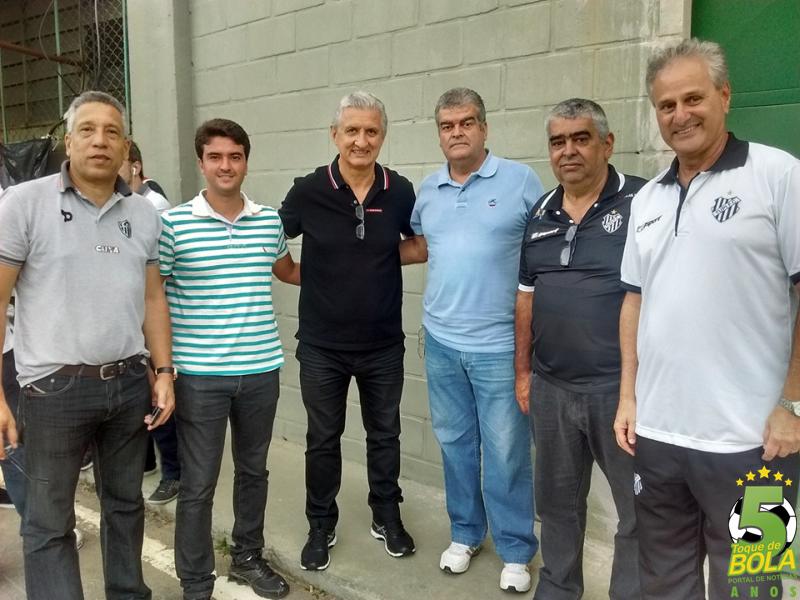 Dirigentes de Tupi e Atlético antes da partida que terminou 3 a 0 para o Galo da capital