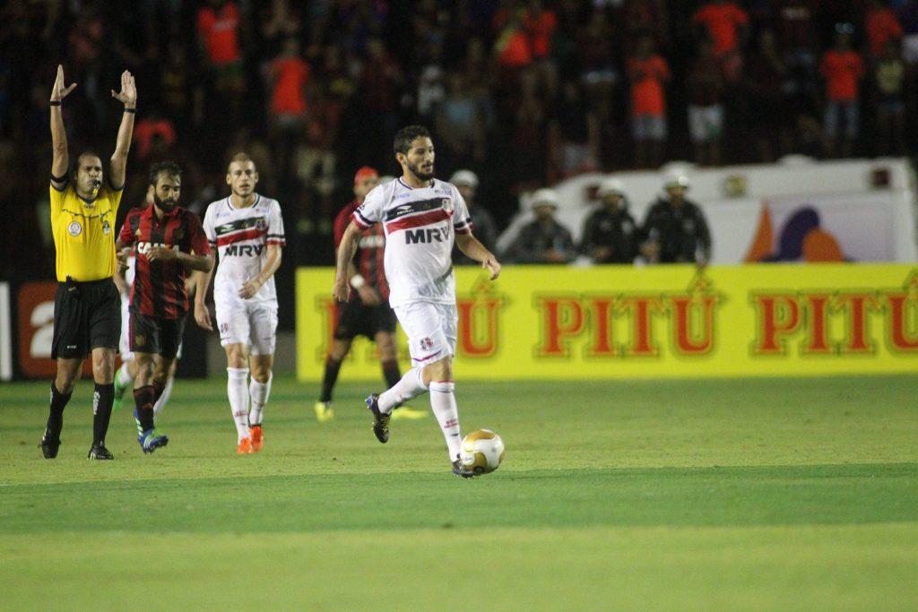 Árbitro encerra a final em Recife: Santa Cruz campeão - Sport 0x0 Santa Cruz Foto: Antônio Melcop