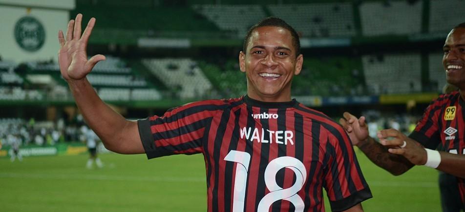 Atacante Walter prometeu comemorar com cinco coxinhas o título paranaense