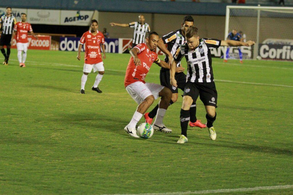 Tupi não apresentou bom futebol e foi derrotado pela nona vez na Série B. Foto: Cristóvão Matos