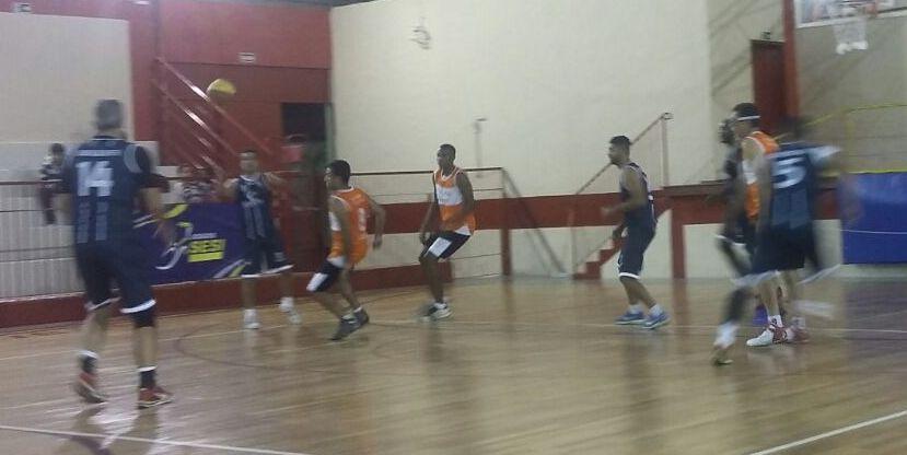 ArcelorMittal e Esdeva na disputa do basquete dos Jogos Sesi Juiz de Fora