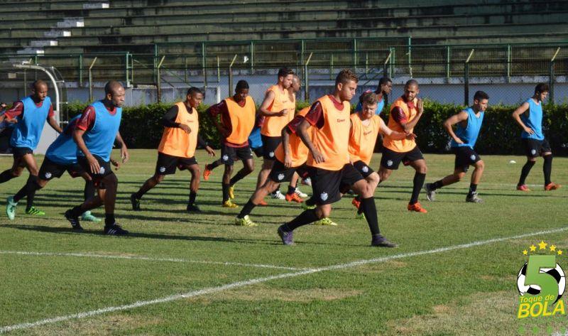 Tupi treina no Estádio Municipal Radialista Mário Helênio. Na quinta, o adversário é o CRB, em Maceió