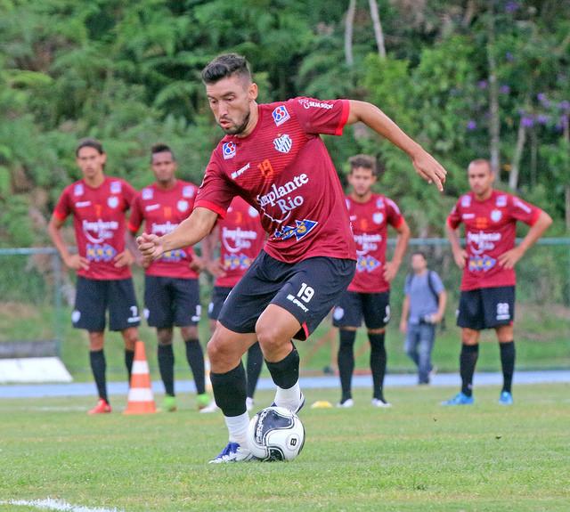 Hiroshi retorna de lesão e está disponível para confronto com o Goiás