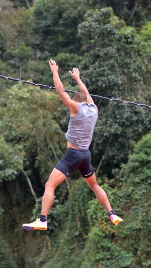 Nesta quarta, 3, Eaton enfatizou saltos com vara no treino (Foto: Twin Alvarenga/UFJF)