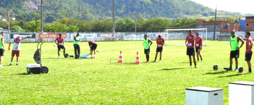 Clima esquentou em Santa Terezinha. Renê Carlo e Gabriel Santos discutiram no início do treinamento
