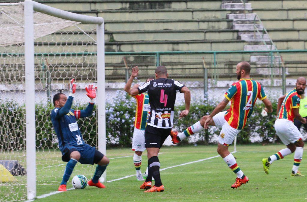 Bruno Costa abriu o placar para o Tupi e deu esperança aos torcedores